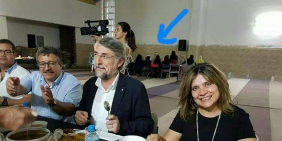 Así humilla a las mujeres la progre concejala de Igualdad en una mezquita de Cataluña