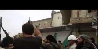 [VÍDEO] Así se deshacen los cascos blancos de los cuerpos mutilados de soldados sirios