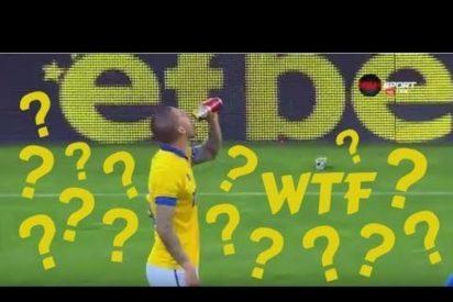[VÍDEO] Le tiran una lata de cerveza, se la toma de un trago y marca el gol del empate en el 90'