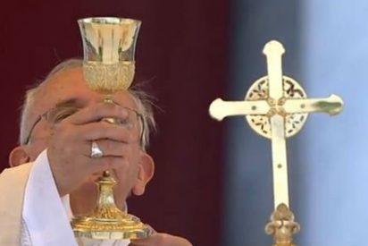 """El Papa, en el Corpus: """"El Señor cura nuestra memoria, enferma de frenesí"""""""