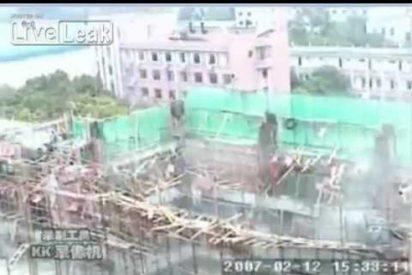 [VÍDEO] Un edificio en construcción se derrumba mientras los obreros trabajan