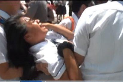 [VÍDEO] Las impactantes imágenes de estudiantes 'poseídos por demonios' que convulsionan, gritan y se desmayan