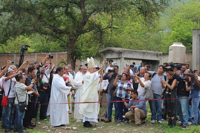 El Obispo de Cuernavaca, en las fosas de la muerte