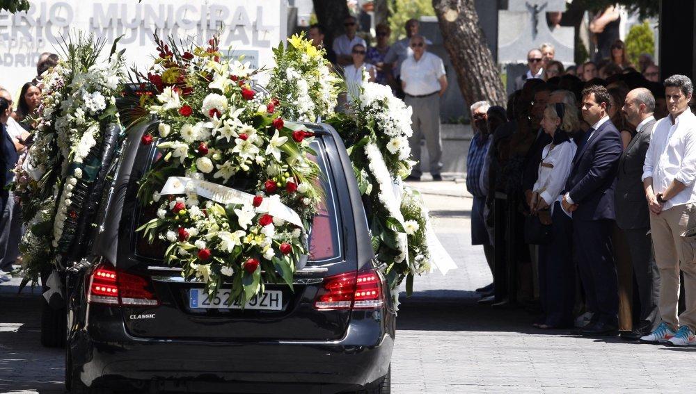 Centenares de vecinos despiden a Ignacio Echeverría en Las Rozas
