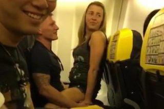 Sexo: La 'verdadera' historia de la pareja que folló en vuelo en un avión de Ryanair