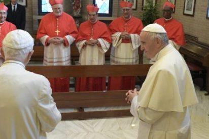 El Papa y los nuevos cardenales visitan a Benedicto XVI