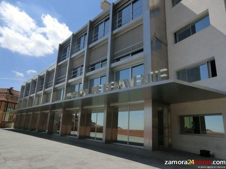 El consejero de Sanidad y el alcalde de Benavente analizan las mejoras implantadas en el Hospital y en Primaria