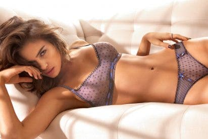 [VÍDEO] Así toca la guitarra Irina Shayk en topless para 'Sports Illustrated'