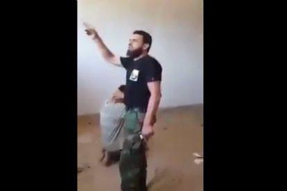 Con esta chulería mata al yihadista un airado militar libio: