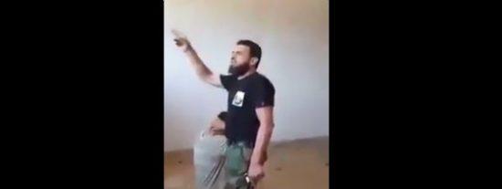 """Con esta chulería mata al yihadista un airado militar libio: """"¡Alá es grande!"""""""