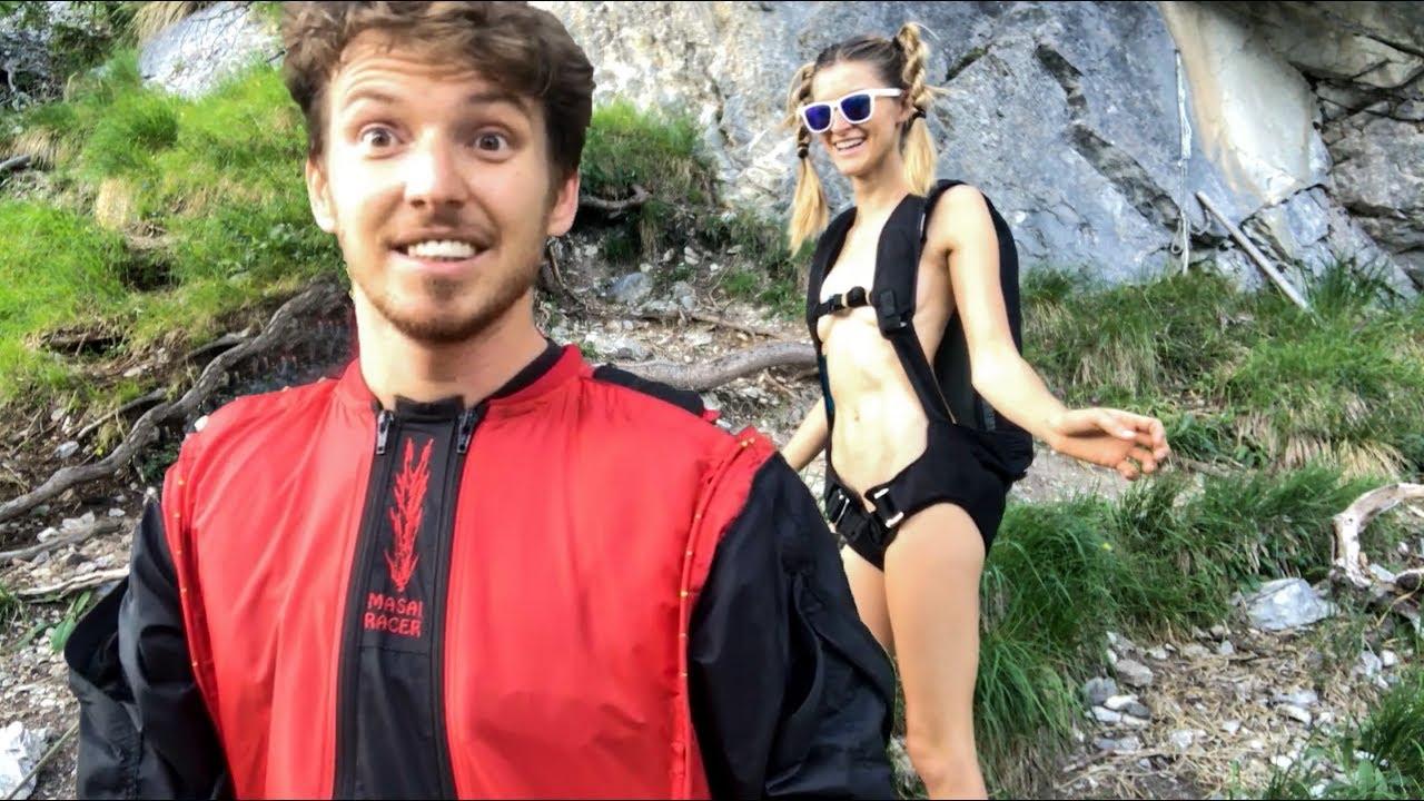 El vídeo de la modelo que se lanza en paracaídas completamente desnuda