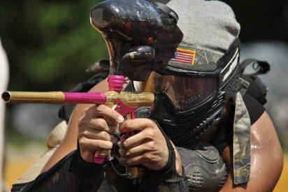 [VÍDEO] Este hombre recibió 1.000 disparos de paintball