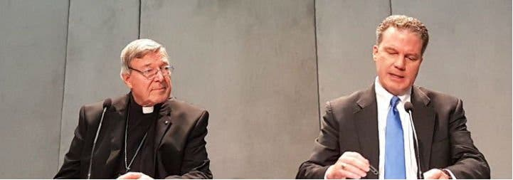 Pell deja la Secretaría de Economía y regresa a Australia para defenderse de las acusaciones de abusos a menores