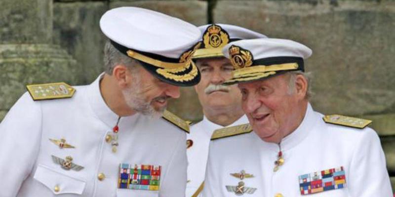 El Rey Juan Carlos lleva sonotone