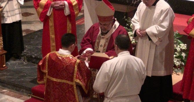 El Vaticano sale en defensa del arzobispo de Oviedo y le reconoce como líder de una única Lumen Dei