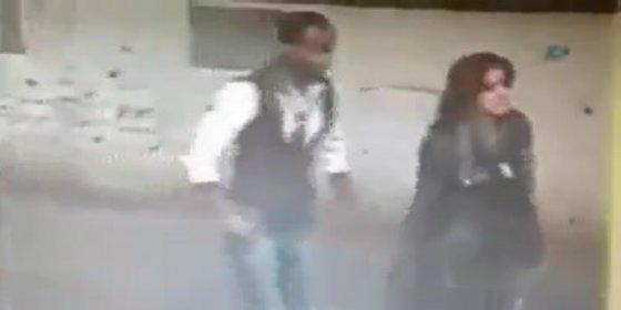 [VÍDEO] El refugiado que aplasta la cabeza a una mujer en plena calle para robarle