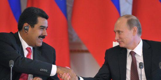 Maduro se agarra a los pantalones de su amigo Putin para no acabar en calzoncillos