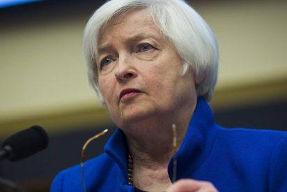 Janet Yellen anticipa más subidas de tipos y alerta sobre la incertidumbre fiscal