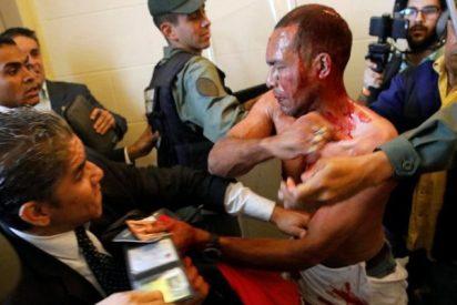 Las hordas chavistas irrumpen en el Parlamento y hieren a varios diputados opositores