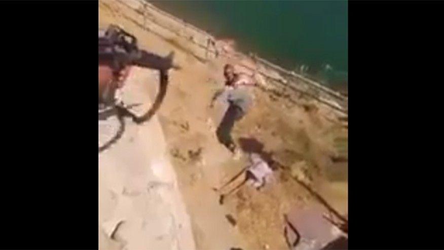 Los 'gays' del ISIS lanzados desde un precipicio por unos vengativos militares