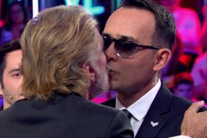 El tórrido beso de Risto Mejide a Edmundo hace arder Telecinco y a María Teresa Campos