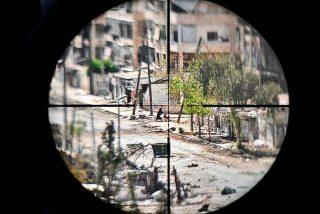 Los cobardes francotiradores del ISIS que se divierten matando a las mujeres