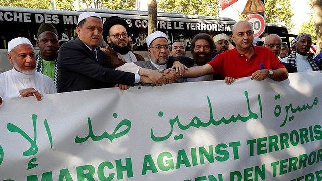 """En pie la """"Marcha de musulmanes contra el terrorismo"""" en París"""