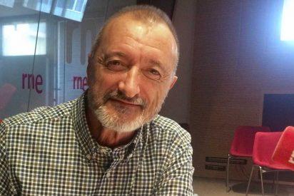 Arturo Pérez-Reverte manda a esparragar a un tuitero al que no le gustó su reflexión sobre Sánchez