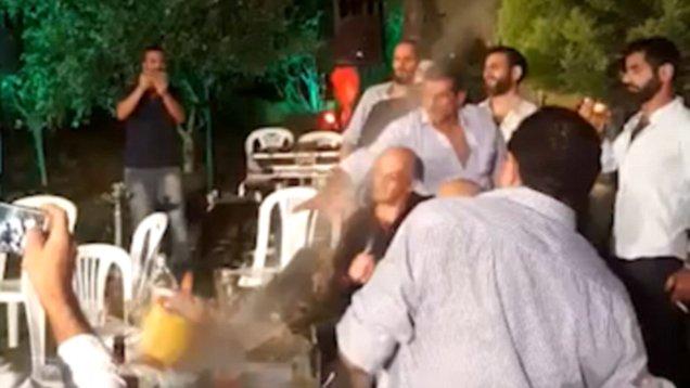 [VÍDEO] El árabe gilipollas que dispara su AK-47 en una boda y alcanza a una niña