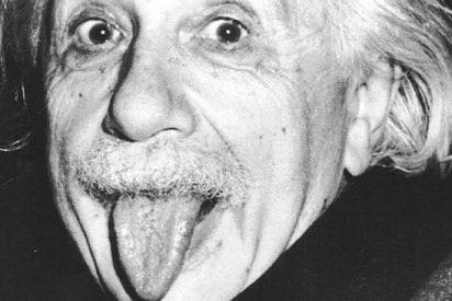 La historia que esconde la icónica foto de Einstein con la lengua fuera