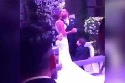 El 'torpe' beso de Leo Messi a su novia en su boda hace arder las redes