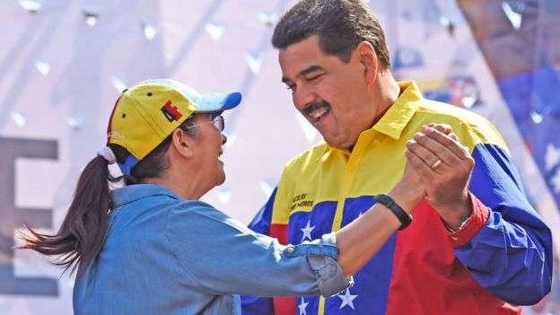 Con esta desfachatez baila Maduro salsa para hacer más 'picantes' los 85 asesinatos