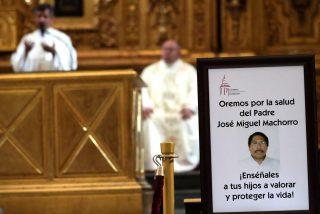 Dan de alta al sacerdote apuñalado en la Catedral de México