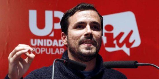 El 'vago' de Alberto Garzón llama 'indecente' a Cristina Cifuentes por no coger vacaciones