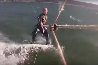 [VÍDEO] Este hombre choca contra una ballena jorobada mientras practica 'kitesurf'