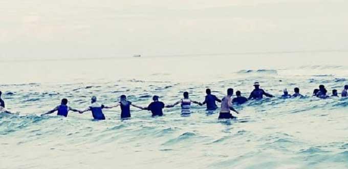 Una cadena humana de 80 personas salva de morir ahogada a una familia
