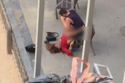 La pareja 'contorsionista' teniendo sexo a plena luz del día la Barcelona de Ada Colau