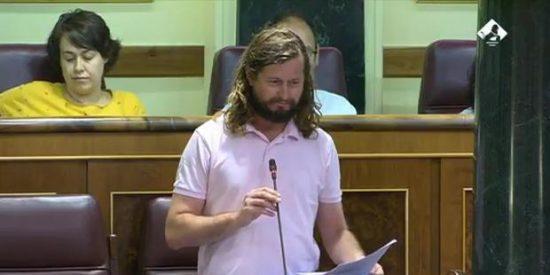 [VÍDEO] El ridículo del diputado podemita que se queda en blanco por 'culpa' de una monja