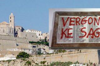 Pintada en la catedral de Ibiza contra la placa que recuerda a los muertos de la Guerra Civil
