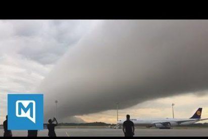 [VÍDEO] Un inquietante 'cilindro apocalíptico' aparece sobre el aeropuerto de Múnich