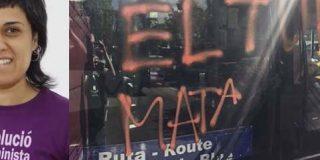 Los encapuchados de la CUP asaltan cuchillo en mano un bus turístico de Barcelona