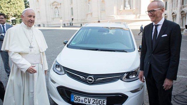 ¿Es desquiciado el plan de implantar ya el coche eléctrico en España?