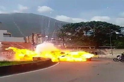 [VÍDEO] Un explosivo hiere gravemente a varios policías en Caracas