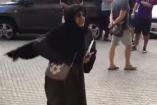 """El ataque de la chuleta musulmana a una estudiante española por ir en 'shorts': """"¡Deberías llevar velo!"""""""