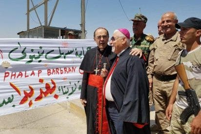 Barbarin acompaña a las familias cristianas en su regreso a Mosul