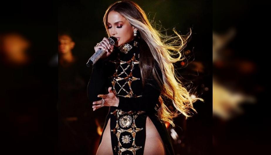 Así se contonea Jennifer López en el escenario sin ropa interior