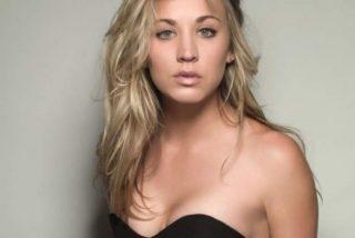 Kaley Cuoco [Penny en 'The Big Bang Theory'] sin sujetador y en camiseta blanca transparente
