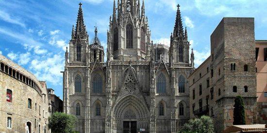 Los independentistas más zarrapastrosos quieren 'oCUPar' la Catedral para montar un economato