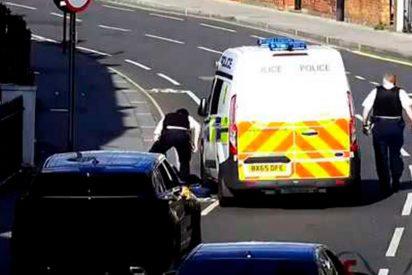 [VÍDEO] Ladrón roba con descaro un coche en una calle de Londres y le pasa esto…