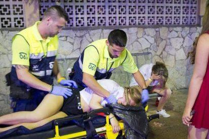 Turistas ingleses sacuden una paliza de espanto a los reporteros de Cuatro TV